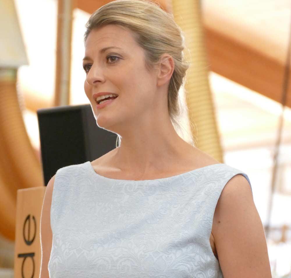 Fernsehmoderatorin Christina Ringer über die Massivholzküche der Möbelmacher